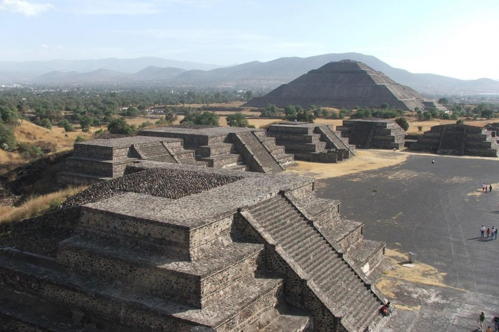 Baldanzose Giovani Donne a Teotihuacan | Emotion Recollected in ...