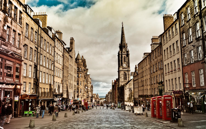 Royal-Mile-Edinburgh-Scotland