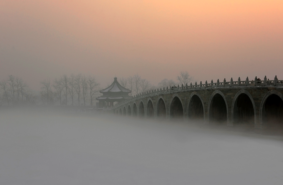 ponte nella nebbia