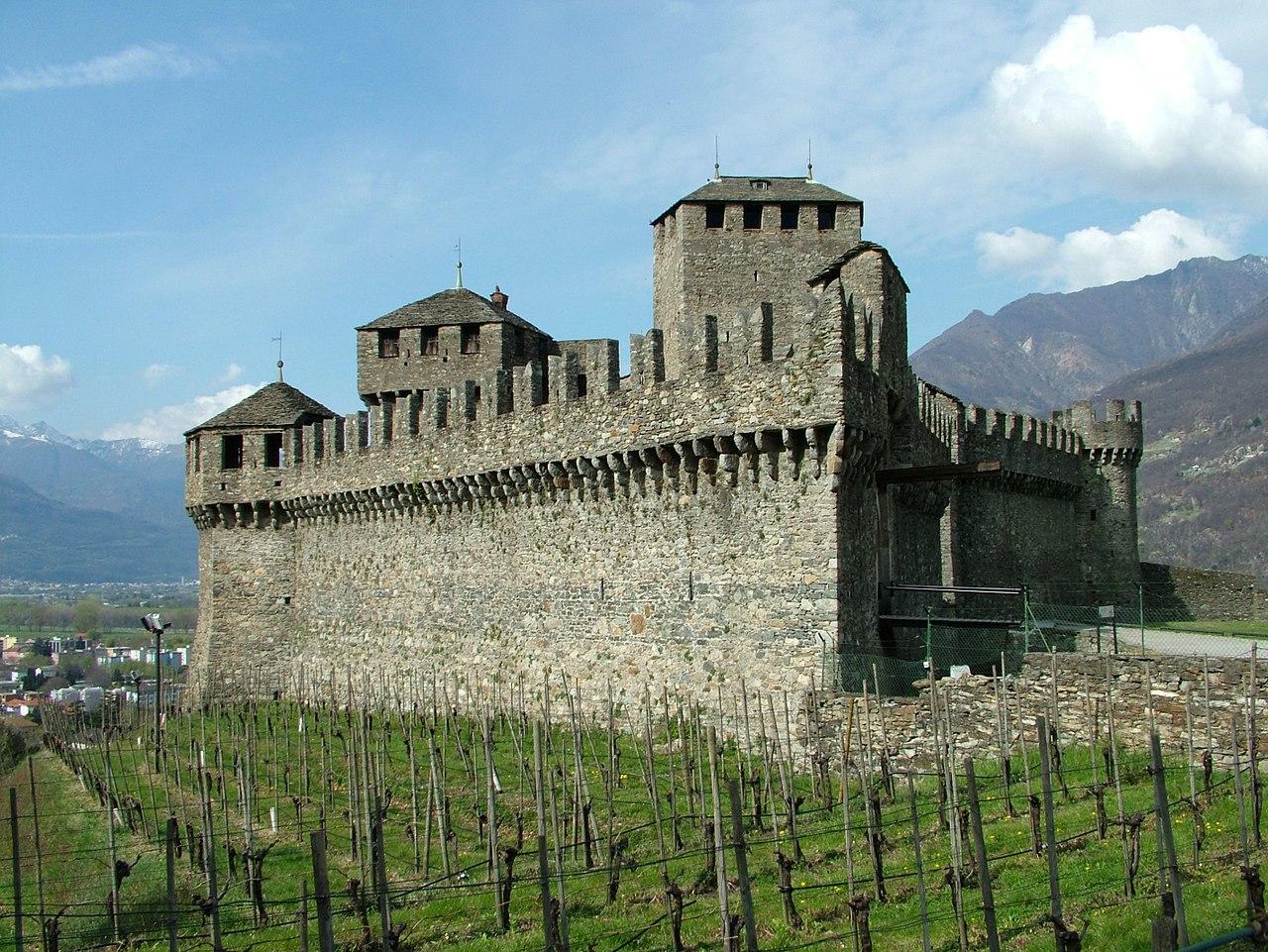 1280px-Bellinzona_Castel_di_Montebello