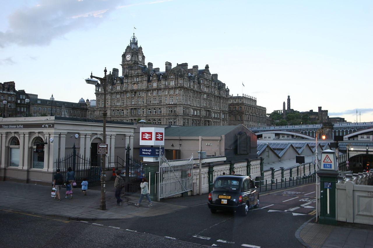 Stazione di Waverley Edimburgo