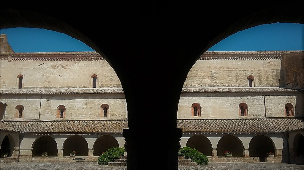 Marche visitare l'abbazia di Fiastra