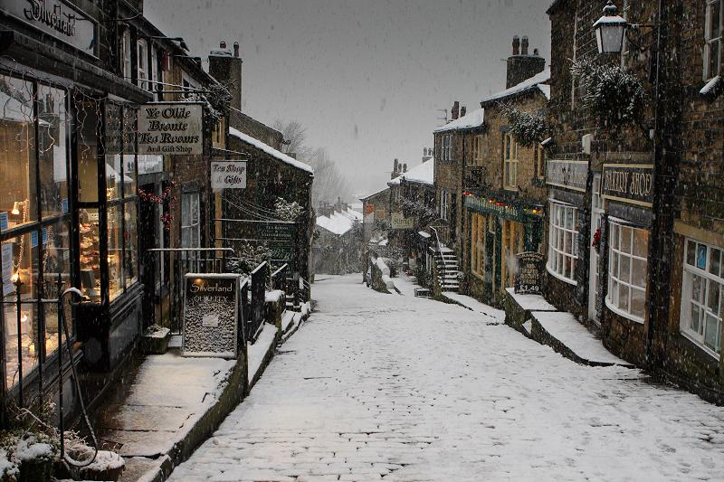 Victorian-Christmas-Weekend-at-Main-Street-Haworth