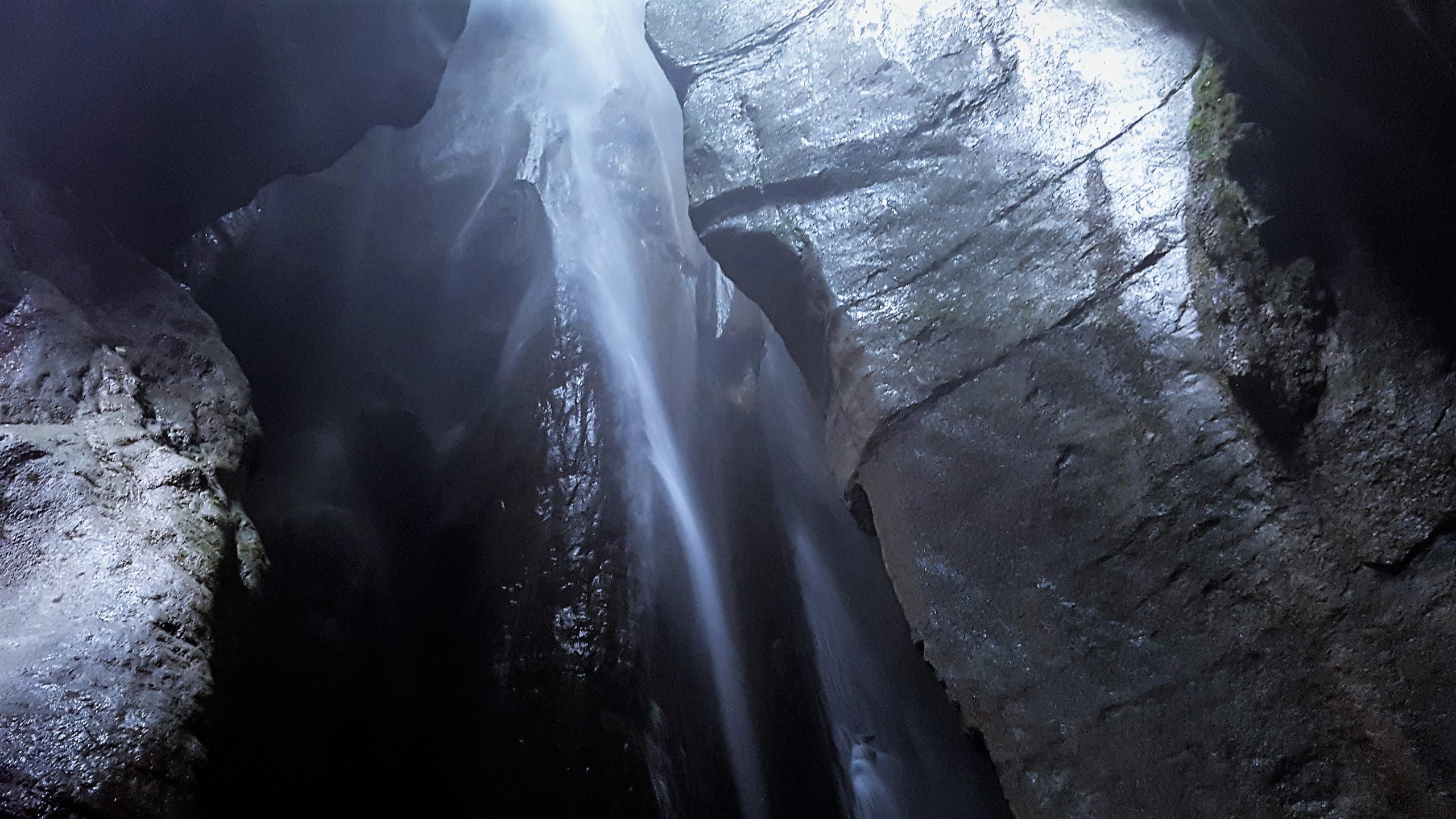 grotta superiore cascata di varone