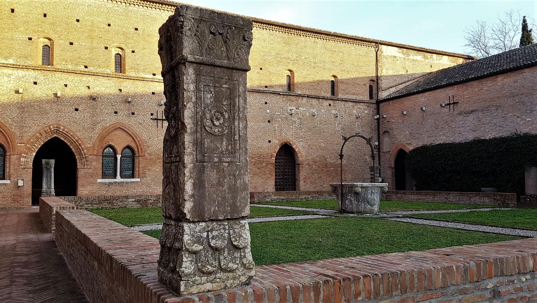 chiostro abbazia pomposa