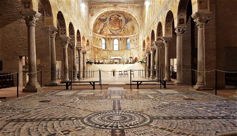 interno abbazia pomposa