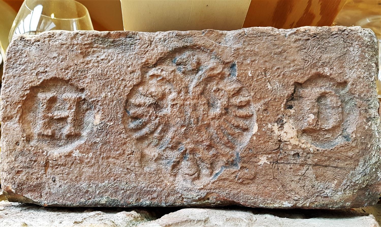 pietra con aquila