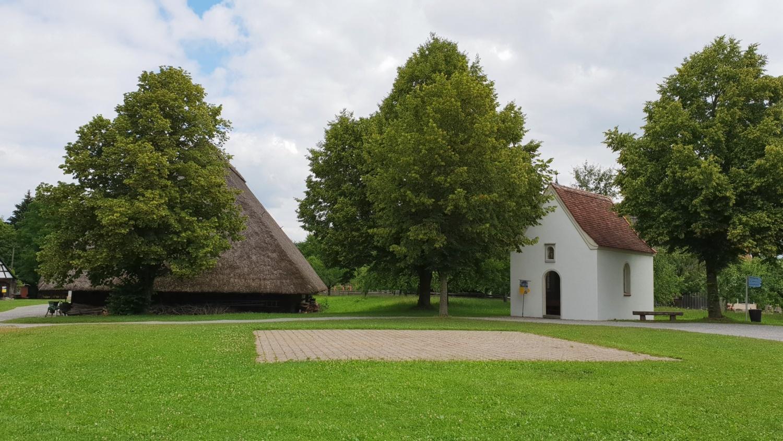 cortile e chiesetta