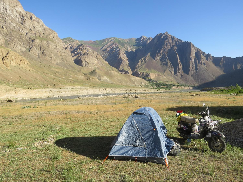 Campeggio_Tagikistan_con_sfondo_afgano_Giugno_2017