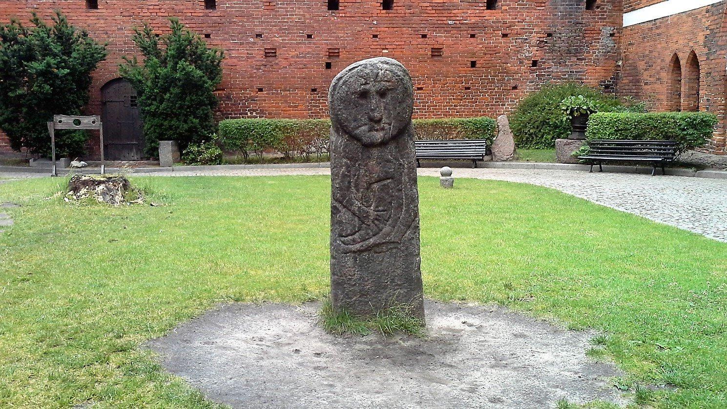 statua antica castello Olsztyn