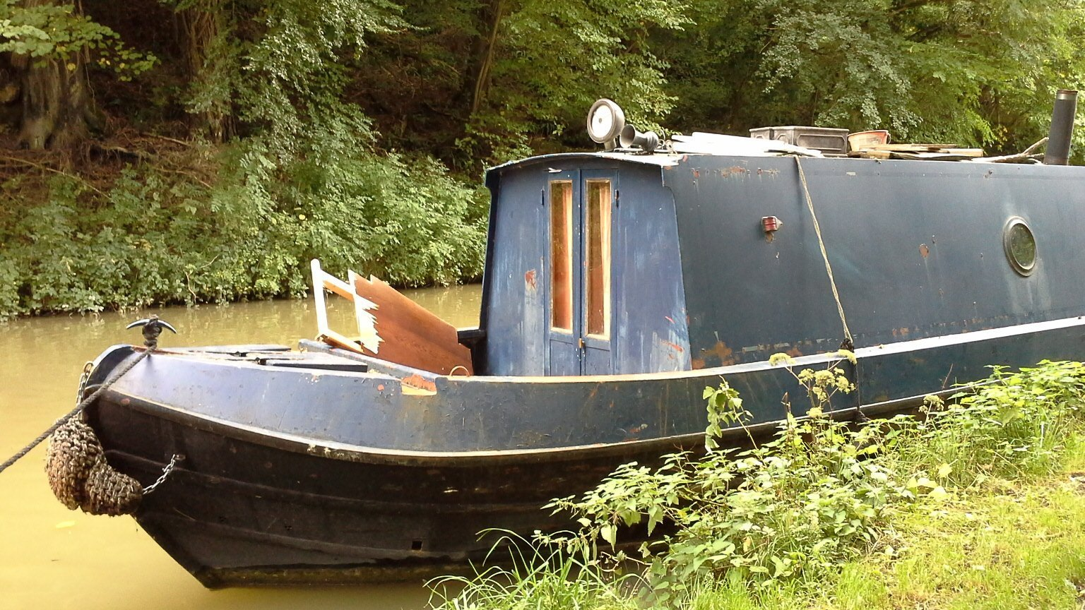 house boat Kennet Avon Canal