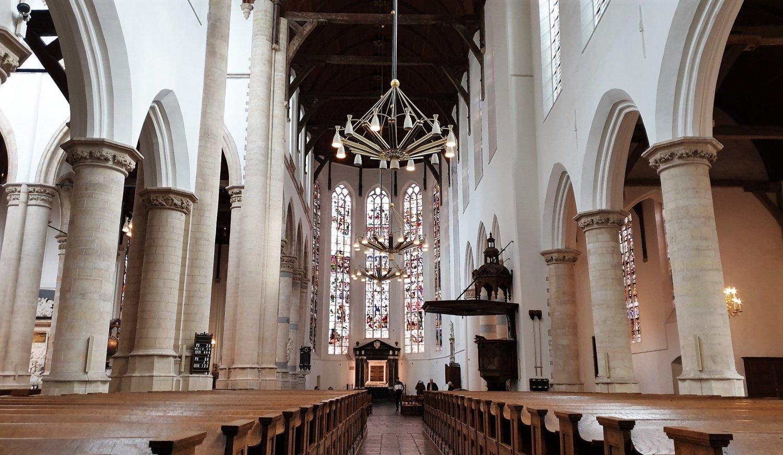interno oude kerk delft