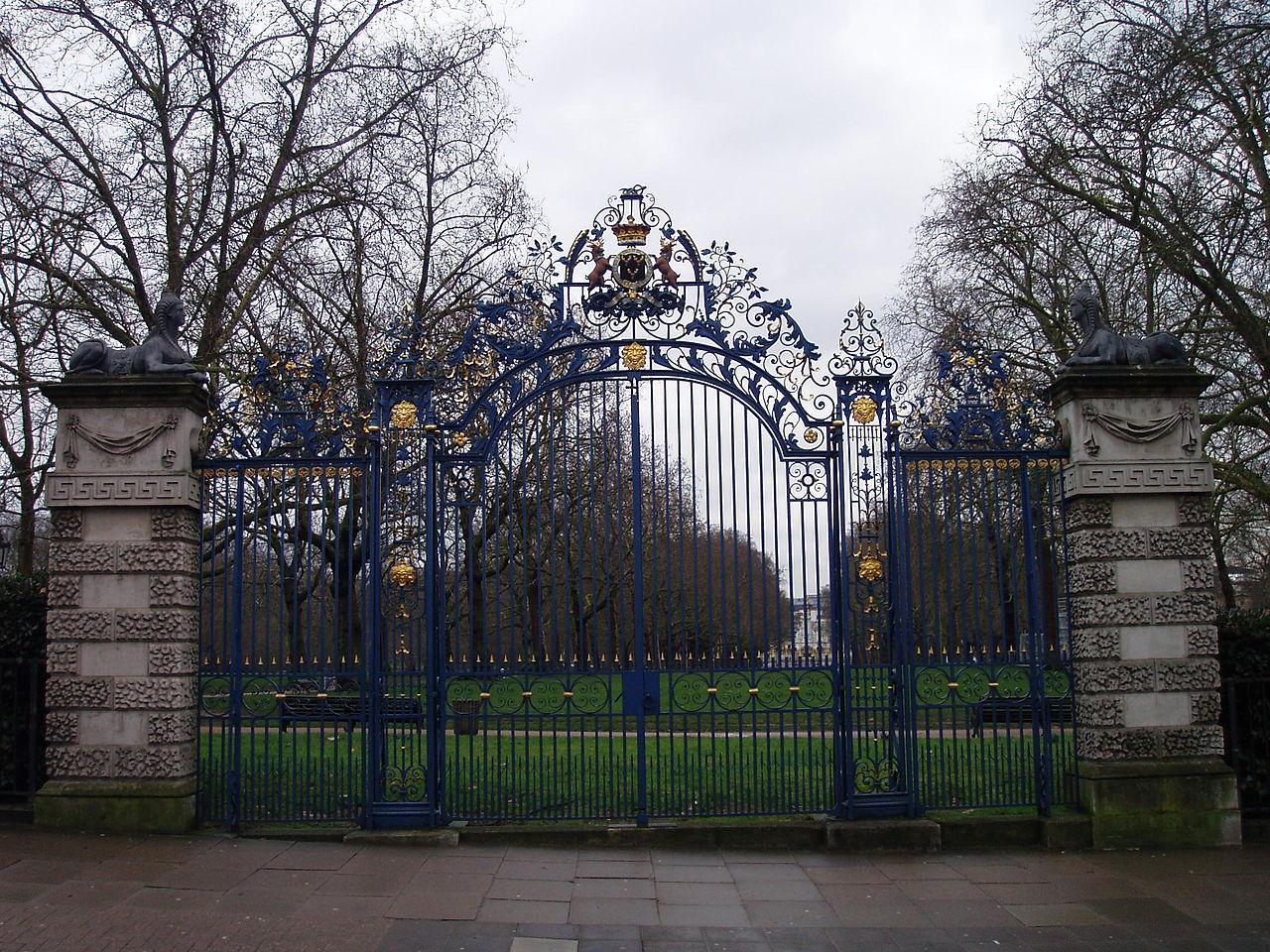 Devonshire house gate green park
