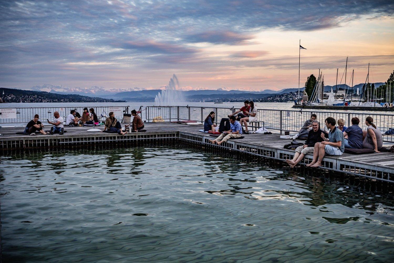 Fare il bagno nel lago di Zurigo