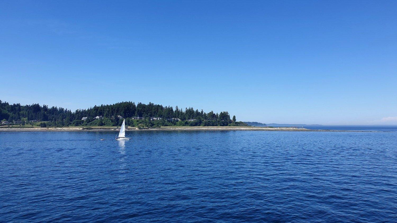 barca a vela e paesaggio traghetto bremerton
