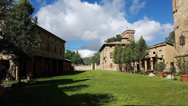 Cortile Castello Montegibbio