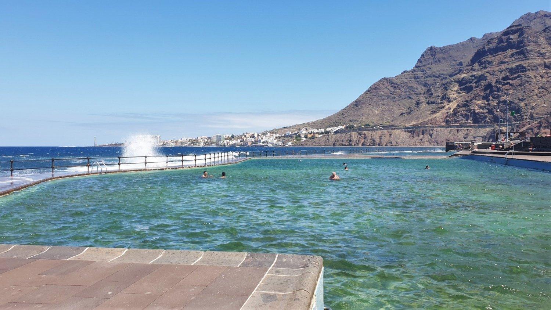 I servizi della piscina di Bajamar