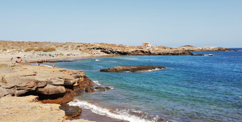 Cosa aspettarsi da una giornata in spiaggia ad Abades