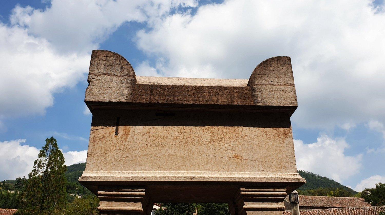 La tomba di Petrarca