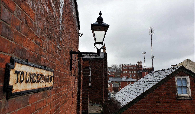 Il birrificio e la vista sulla città di Stockport