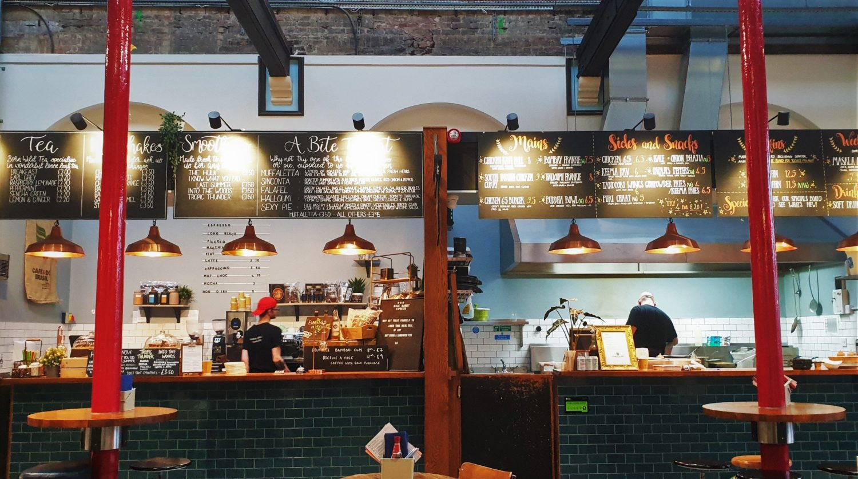 Mangiare alla Produce Hall di Stockport Inghilterra