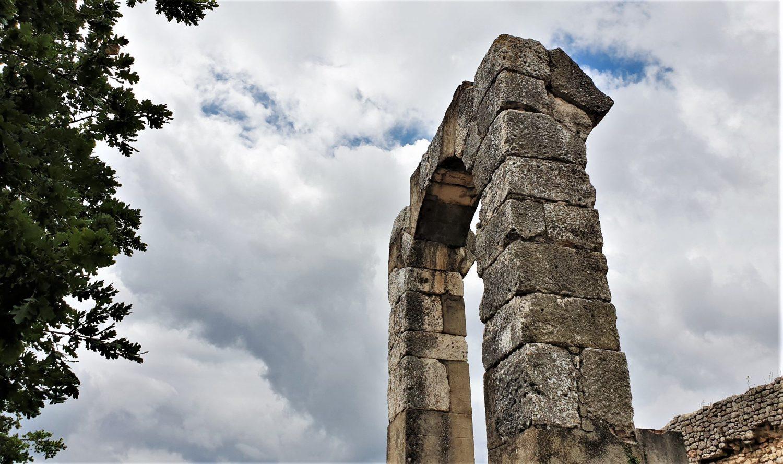 l'Arco del foro Carsulae