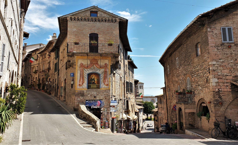 Camminando nel centro di Assisi