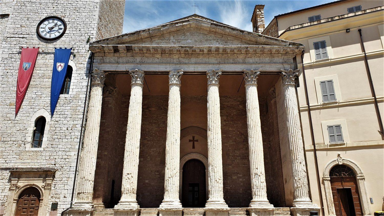 Dove si trova il ristorante Tempio di Minerva ad Assisi