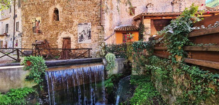 Cosa fare in Umbria visitare Rasiglia il borgo dell'acqua