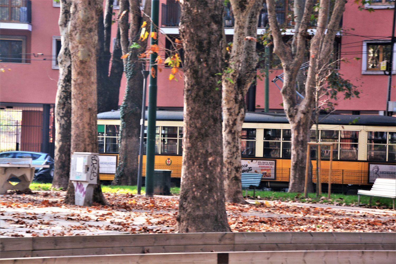 Denni_Lambrate_tram in piazza rimembranze