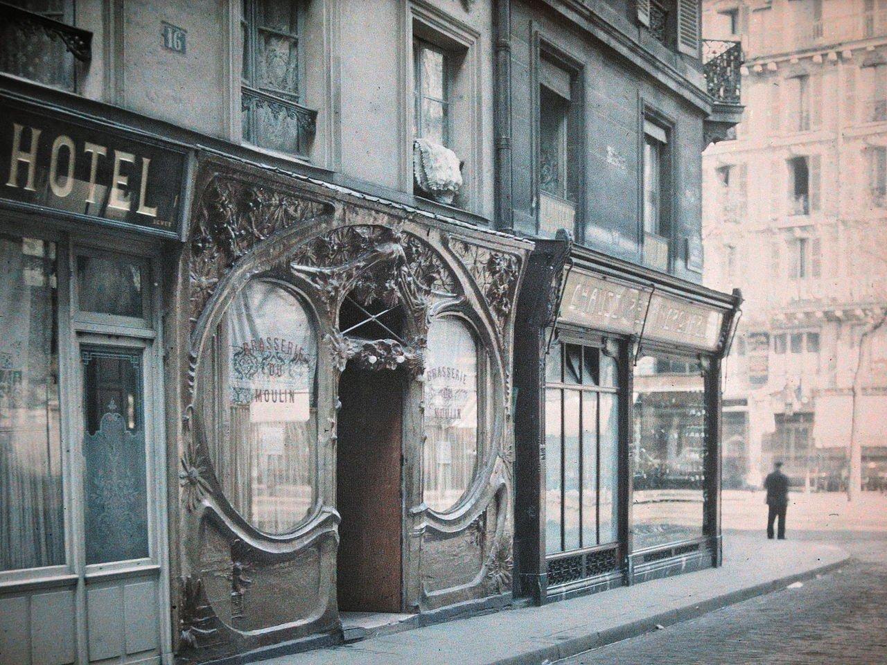 Brasserie_du_Moulin,_Paris_(1920)