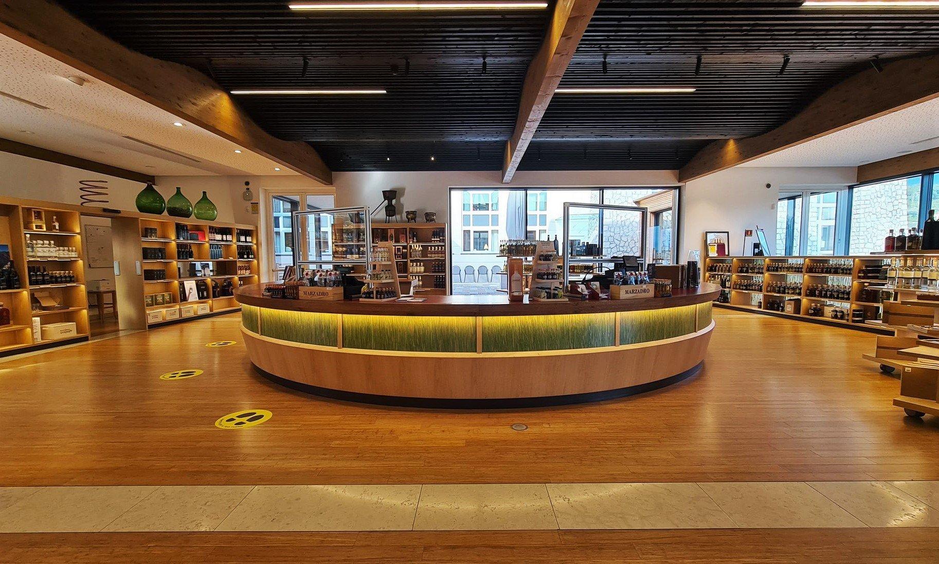 Centro visite e punto vendita distilleria Marzadro