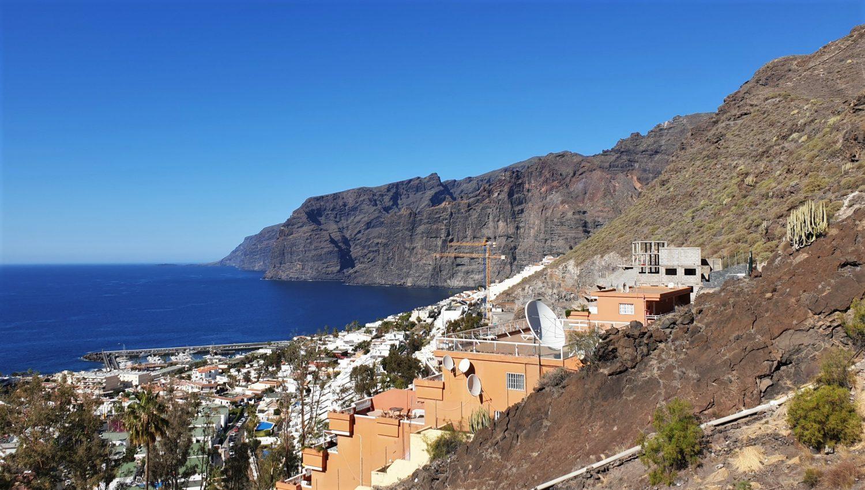 Tenerife Strada che scende a Los Gigantes