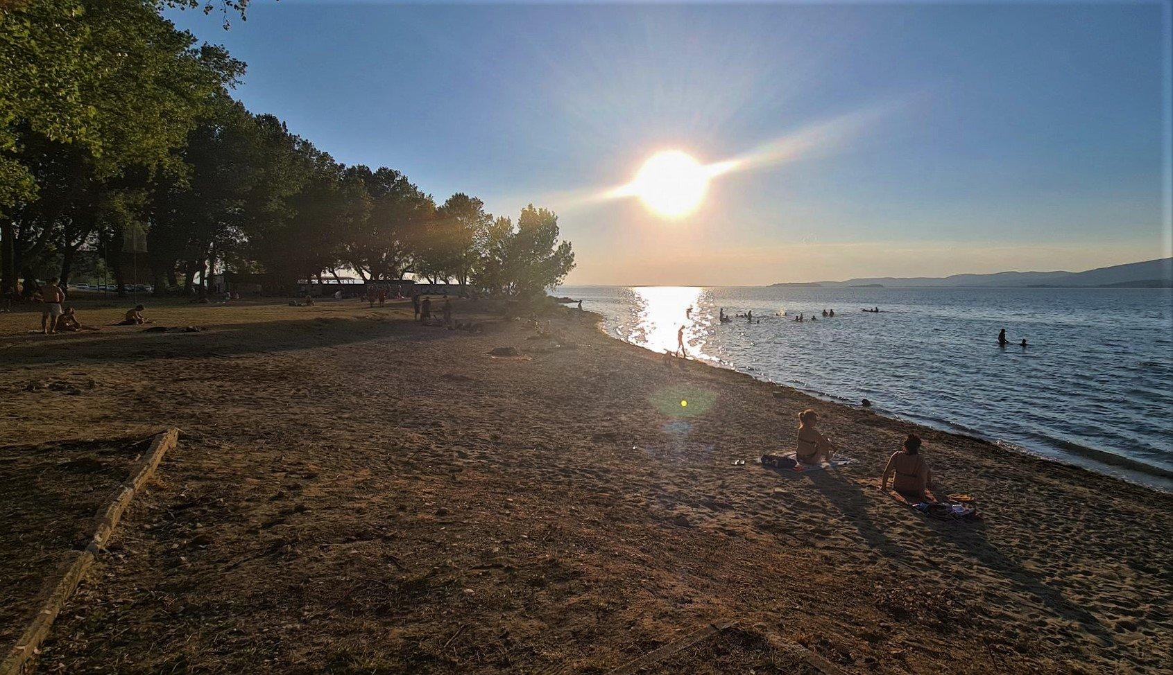 Aspettare il tramonto all'Albaia Beach Club