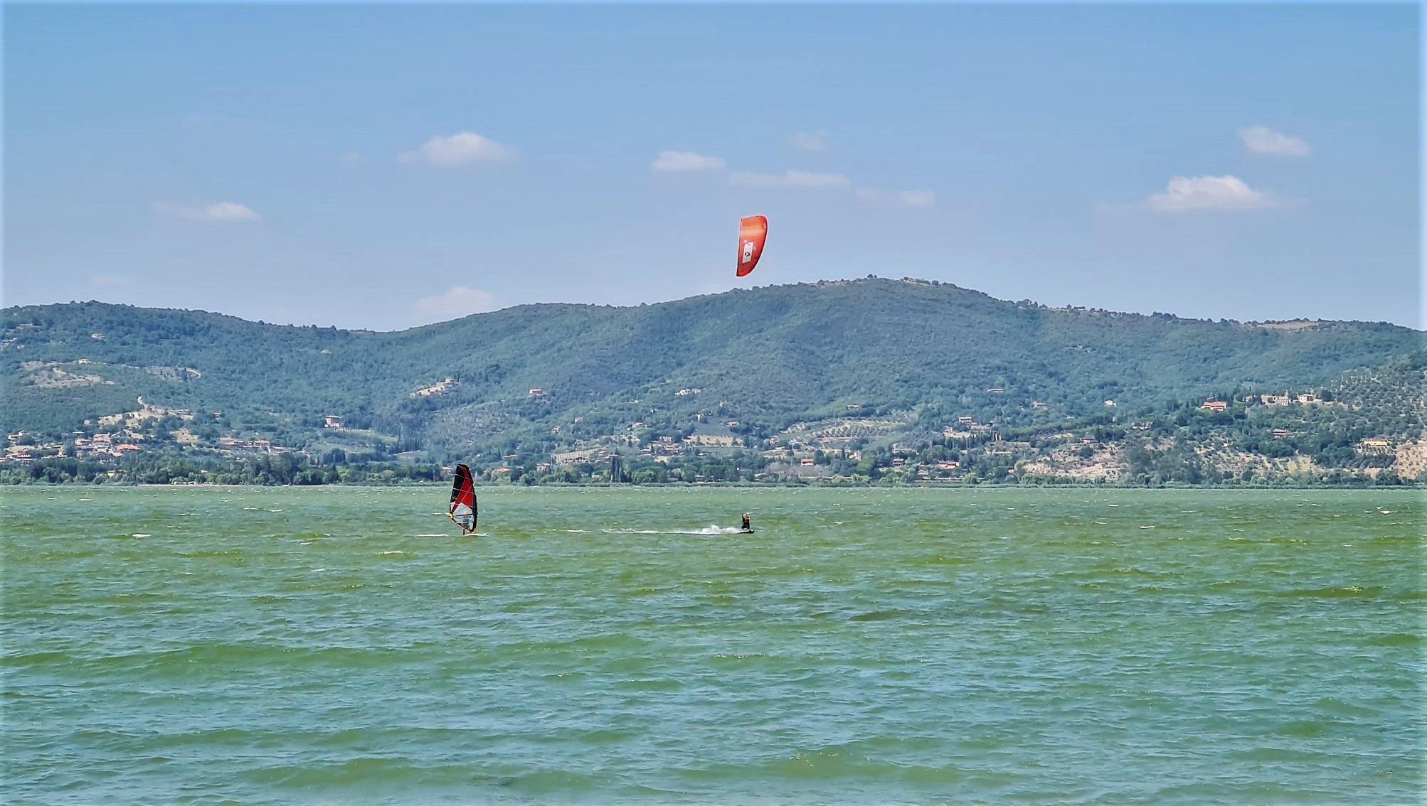 Fare surf sul Lago Trasimeno in Umbria