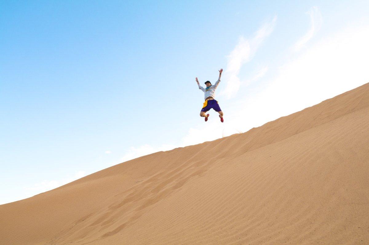 Sahara_01_Corsa nel deserto e simbolo dell'uomo libero
