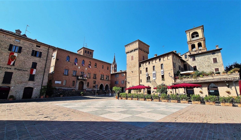La piazza di Castelvetro